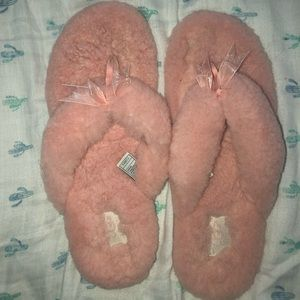 UGG Baby Pink Flip Flip Slippers with Bows
